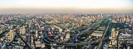 Вид с воздуха Бангкока с светом захода солнца стоковое изображение rf