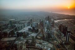 Вид с воздуха береговой линии Дубай на заходе солнца Стоковое Фото