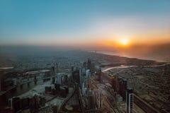 Вид с воздуха береговой линии Дубай на заходе солнца Стоковые Фото