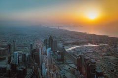 Вид с воздуха береговой линии Дубай на заходе солнца Стоковое фото RF