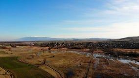 Вид с воздуха болгарской деревни сток-видео