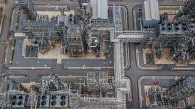 Вид с воздуха большого нефтеперерабатывающего предприятия, завода рафинадного завода, факта рафинадного завода Стоковые Изображения