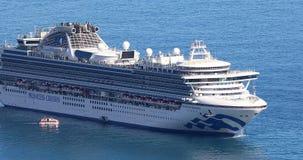 Вид с воздуха большого плавания туристического судна через Средиземное море сток-видео