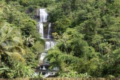 Вид с воздуха водопадов Curug Nangga расположенных в городке Bogor, западной Ява, Индонезии Стоковые Изображения