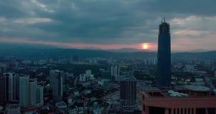Вид с воздуха восхода солнца Beaeutiful горизонта Куалаа-Лумпур от взгляда сверху сток-видео