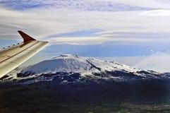Вид с воздуха вулкана Этна на зоре нового дня, Сицилии, Италии Стоковые Изображения
