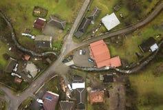 Вид с воздуха в осени малой деревни в Maramures, Румынии Стоковая Фотография