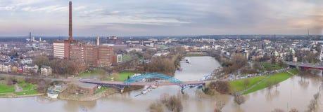 Вид с воздуха горизонта города Дуйсбурга во время flooding января 2018 Стоковая Фотография