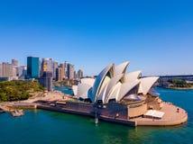 Вид с воздуха горизонта оперного театра и города Сиднея Стоковое фото RF