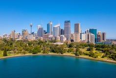 Вид с воздуха горизонта Сиднея и ботанического сада Стоковое Изображение RF