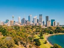 Вид с воздуха горизонта Сиднея и ботанического сада Стоковые Изображения RF