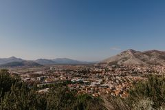 Вид с воздуха города Боснии и Herzwgovina Trebinje стоковое изображение