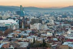 Вид с воздуха города Тбилиси в вечере Стоковые Фотографии RF