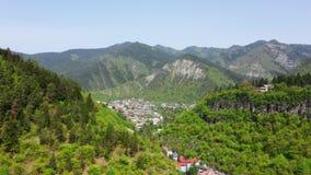 Вид с воздуха города Borjomi сток-видео