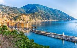 Вид с воздуха города Camogli, провинции Генуи, Лигурии, среднеземноморского побережья, Италии Стоковая Фотография RF