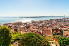 Вид с воздуха городка города Лиссабона старого стоковые фотографии rf