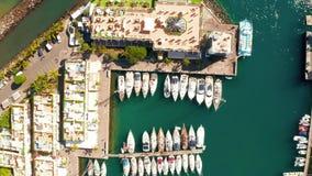 Вид с воздуха городка Puerto de Mogan на побережье острова Гран-Канарии видеоматериал