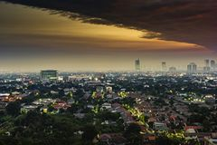 Вид с воздуха городского пейзажа в золотом часе Стоковое Изображение RF