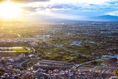 Вид с воздуха городского пейзажа города Мурсии, от гор во время красивого захода солнца стоковые фото
