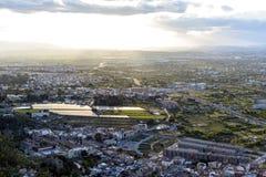 Вид с воздуха городского пейзажа города Мурсии, от гор во время красивого захода солнца стоковые изображения