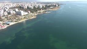 Вид с воздуха городского пляжа видеоматериал