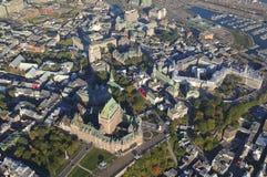 Вид с воздуха гостиницы Frontenac замка и старого порта в Ci Квебека Стоковые Изображения