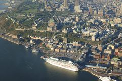 Вид с воздуха гостиницы Frontenac замка и старого порта в Ci Квебека Стоковая Фотография