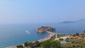 Вид с воздуха гостиниц на острове, Черногории, Sveti Stefan сток-видео