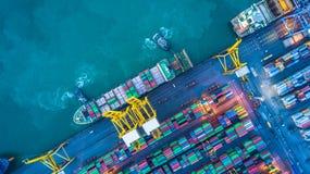 Вид с воздуха грузового корабля контейнера, грузового корабля контейнера в чертенке Стоковое Фото