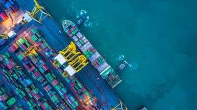 Вид с воздуха грузового корабля контейнера, грузового корабля контейнера в чертенке Стоковые Фотографии RF