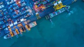 Вид с воздуха грузового корабля контейнера, грузового корабля контейнера в чертенке Стоковая Фотография