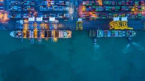 Вид с воздуха грузового корабля контейнера, грузового корабля контейнера в чертенке Стоковые Изображения