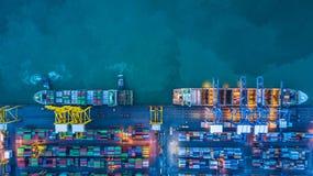 Вид с воздуха грузового корабля контейнера, грузового корабля контейнера в чертенке Стоковое Изображение