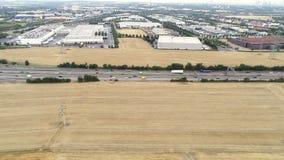 Вид с воздуха движения на шоссе - отслеживать съемку видеоматериал