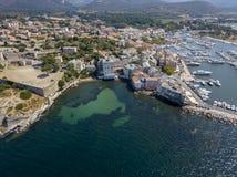 Вид с воздуха деревни Святого Florent, Корсики, Франции стоковые изображения
