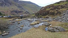Вид с воздуха долины Ogwen с Llyn Ogwen в Snowdonia, Gwynedd, северным Уэльсом, Великобританией - Великобританией, Европой акции видеоматериалы