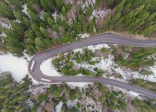 Вид с воздуха дороги в лесе Стоковые Фото