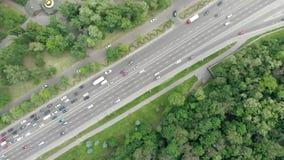 Вид с воздуха дороги Киева Украины от трутня сток-видео