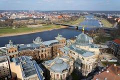 Вид с воздуха Дрездена, река Эльба и академия художеств стоковые изображения
