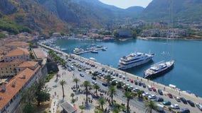 Вид с воздуха залива городка Kotor старого, Boka Kotorska, Черногории акции видеоматериалы