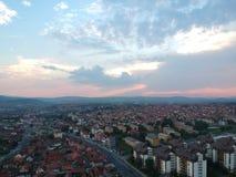 Вид с воздуха захода солнца в Kragujevac - Сербии стоковые фотографии rf
