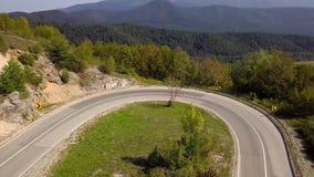 Вид с воздуха змейчатой дороги горы Хорватия акции видеоматериалы