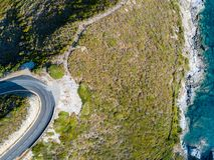 Вид с воздуха извилистых дорог французского полуострова Corse крышки побережья, Корсики береговая линия Франция Стоковое фото RF