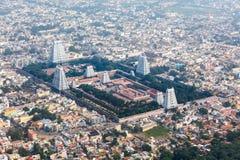 Вид с воздуха индусского виска и индийского города стоковая фотография