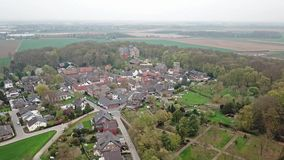 Вид с воздуха исторического старого городка Liedberg в NRW, Германии акции видеоматериалы