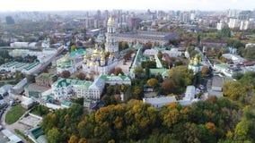 Вид с воздуха Киева Pechersk Lavra в осени, Киеве, Kyiv, Украине акции видеоматериалы