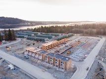 Вид с воздуха комплекса таунхауса и новая разработка под конструкцией рядом в северном Ванкувере, ДО РОЖДЕСТВА ХРИСТОВА стоковое изображение