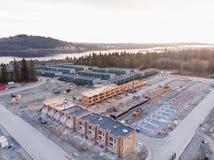 Вид с воздуха комплекса таунхауса и новая разработка под конструкцией рядом в северном Ванкувере, ДО РОЖДЕСТВА ХРИСТОВА стоковые фото