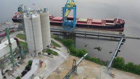 Вид с воздуха конкретного дозируя портового района Camden Нью-Джерси завода сток-видео