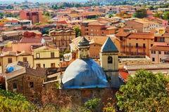 Вид с воздуха красочных домов в Bosa, Сардинии, Италии Стоковые Изображения